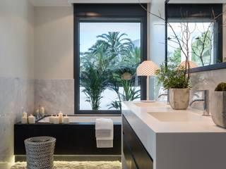 Laura Yerpes Estudio de Interiorismo Mediterranean style bathrooms
