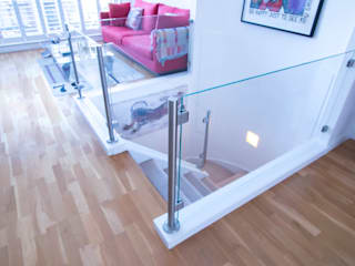 Top mount posts glass balustrade to the existing stairs,top landing and mezzanine floor. by Railing London Ltd Сучасний