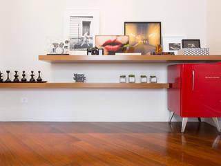 現代風玄關、走廊與階梯 根據 Danielle Tassi Arquitetura e Interiores 現代風