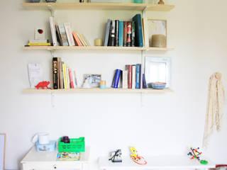 Appartement Clamart - Salon après chantier:  de style  par * aurelie.rubin-chabrier . architecture . architecture intérieure .
