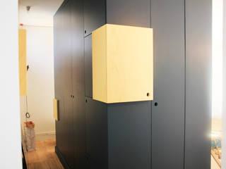 """Appartement Clamart - Salon """"Le Bloc"""" après chantier :  de style  par * aurelie.rubin-chabrier . architecture . architecture intérieure ."""