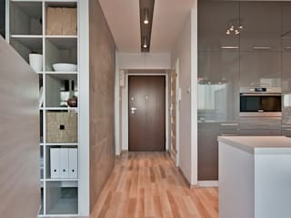IDAFO projektowanie wnętrz i wykończenie Minimalist corridor, hallway & stairs
