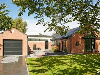 Casas minimalistas de Emilie Bigorne, architecte d'intérieur CFAI Minimalista