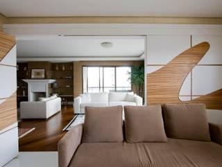 现代客厅設計點子、靈感 & 圖片 根據 studio luchetti 現代風