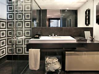 Casas de banho modernas por Escritório de Arquitetura Sílvia Hermanny