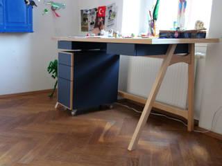 Schreibtische: modern  von Möbelwerkstatt Cadot,Modern