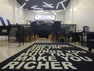 Loja STB - Student Travel Bureau Espaços comerciais modernos por RENATO MELO | ARQUITETURA Moderno