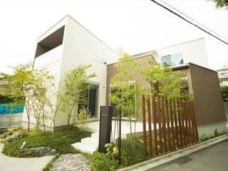 三角形の敷地に建つエレガントな家: ナイトウタカシ建築設計事務所が手掛けた家です。