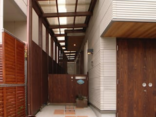 Houses by 株式会社 atelier waon, Modern