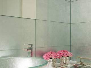 Casa em Braga: Casas de banho modernas por CASA MARQUES INTERIORES