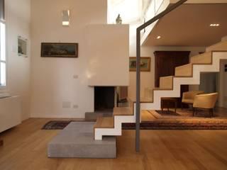 Salas de estar modernas por Paolo Briolini Architettura Moderno