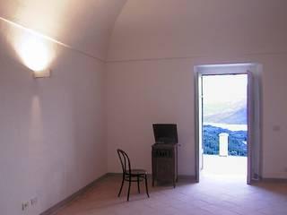 Salas de estar campestres por Paolo Briolini Architettura Campestre