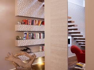 bilune studio Modern corridor, hallway & stairs