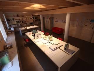 ufficio in centro storico a Rimini: Studio in stile in stile Minimalista di Paolo Briolini Architettura