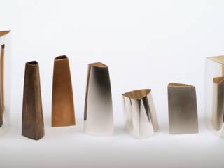 asymmetrische Gefäße, aufgebaut auf dreieckigem Grundriss: modern  von Silberschmiedin,Modern