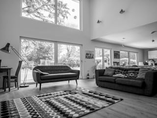 Double height living room Moderne Wohnzimmer von The Chase Architecture Modern Leder Grau