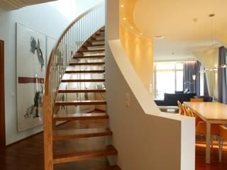 FiAri Pasillos, vestíbulos y escaleras de estilo moderno