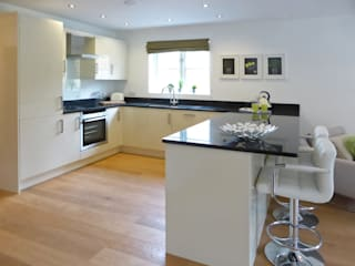 Church Mews, Hartland, Devon Modern kitchen by The Bazeley Partnership Modern