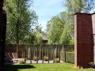 Garden by Buro Floris, Modern