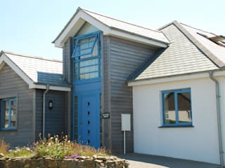 Outspan, Widemouth Bay, Cornwall Case moderne di The Bazeley Partnership Moderno