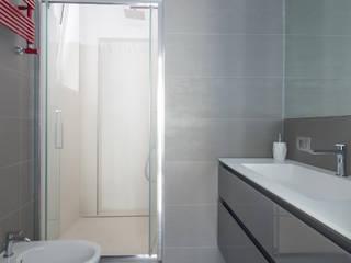 Appartamento C&F: Bagno in stile  di Marcella Pane