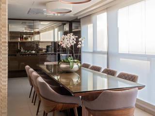 Varandas, marquises e terraços modernos por Interiores Iara Santos Moderno