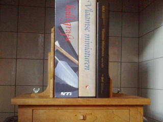 Verstelbare boekensteun:   door Atelier de Wig, Klassiek