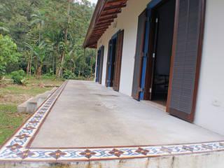 Rústica e Colonial: Terraços  por RAC ARQUITETURA,