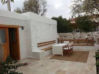 Taş Ev Akdeniz Balkon, Veranda & Teras F&F mimarlik Akdeniz
