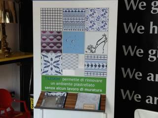 Espositore Tile Skin - Piastrelle adesive :  in stile  di HOMEdesign