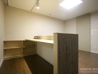 Bedroom by 홍예디자인, Minimalist
