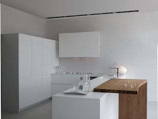 Modern kitchen by Versat Modern