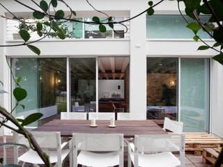 Loft Samp Balcone, Veranda & Terrazza in stile moderno di architetto Paolo Larese Moderno