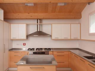San Lorenzo: Cucina in stile in stile Moderno di Luca Di Bartolo