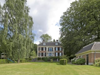 Classic style garden by Friso Woudstra Architecten BNA B.V. Classic