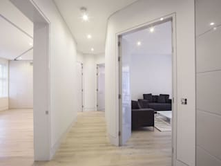 Elsworthy Road, NW3 Modern corridor, hallway & stairs by XUL Architecture Modern