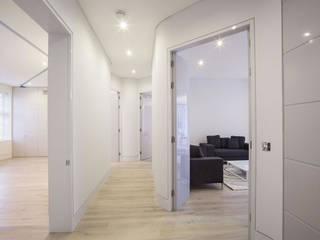 Elsworthy Road, NW3 Couloir, entrée, escaliers modernes par XUL Architecture Moderne