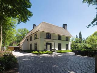 Casas modernas de Friso Woudstra Architecten BNA B.V. Moderno