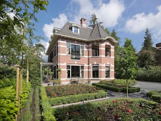 Eclectic style houses by Friso Woudstra Architecten BNA B.V. Eclectic