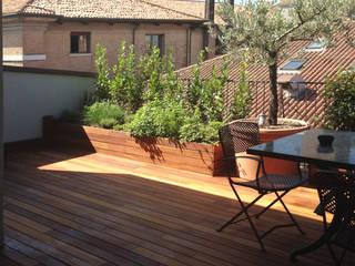 bilune studio Modern balcony, veranda & terrace