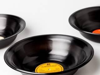 Redesign mit Ölfass und Schallplatte: industriell  von Kramsen.com,Industrial