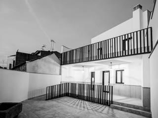 Casa Salas Balcones y terrazas de estilo moderno de mdm09 arquitectura Moderno