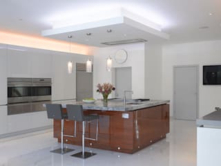 Roundhouse Urbo high gloss kitchen:   by Roundhouse