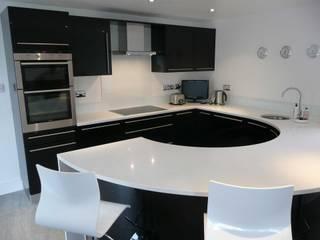 Cozinhas modernas por PTC Kitchens