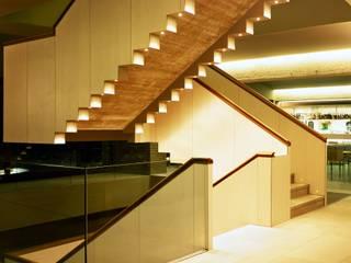Hotel y casa club Campo de Golf El Encín Casas de estilo moderno de Herrero/Arquitectos Moderno