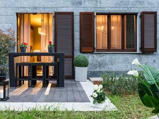 Ristrutturazione appartamento Balcone, Veranda & Terrazza in stile classico di DemianStagingDesign Classico
