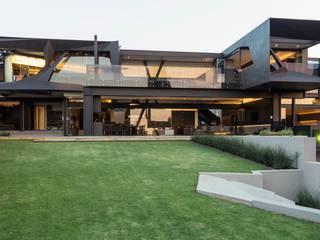 Kloof Road House Дома в стиле модерн от Nico Van Der Meulen Architects Модерн
