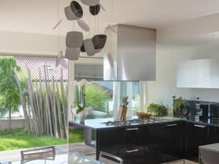 VILLA DESIGN Cucina moderna di Biohaus Moderno