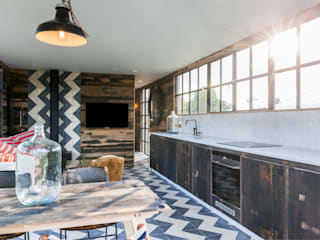 Bert and May Box: rustic Kitchen by Cs photography