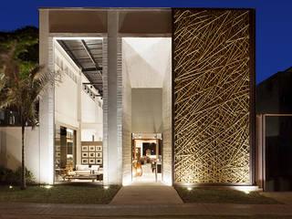 BAMBU CARBONO ZERO Modern Corridor, Hallway and Staircase Bamboo